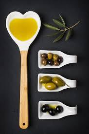 i grassi: olio ed olive